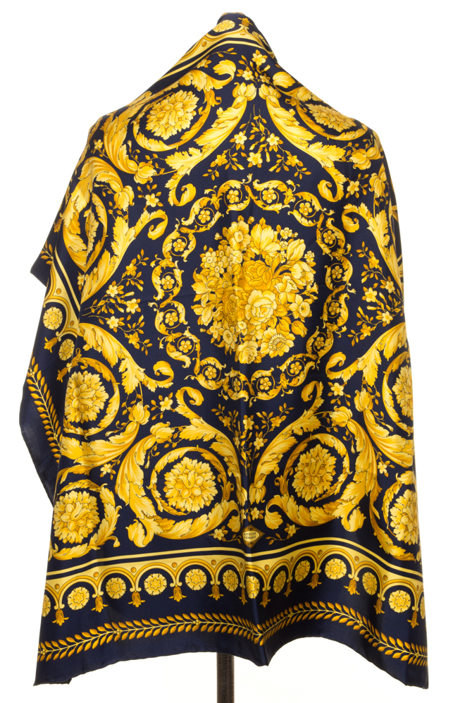 vintagestore.eu_versace_classic_scarf_silk_IGP0397