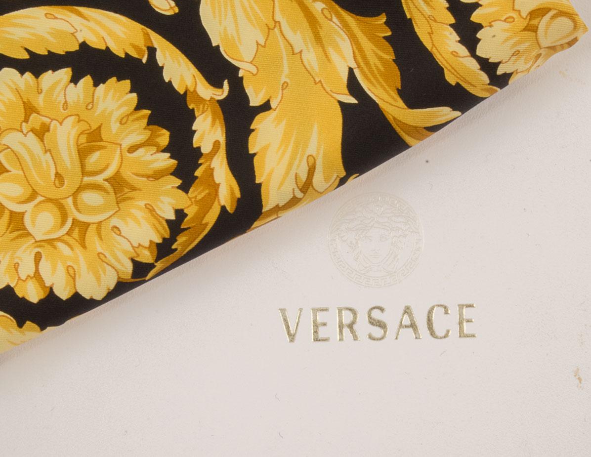 vintagestore.eu_versace_atelier_silk_scarf_IGP0416